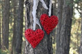 Árbol con corazones